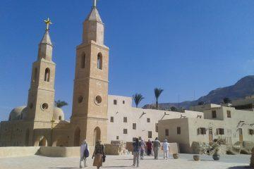 Tagesausflug zu den Klöstern St. Antonius und St. Paul