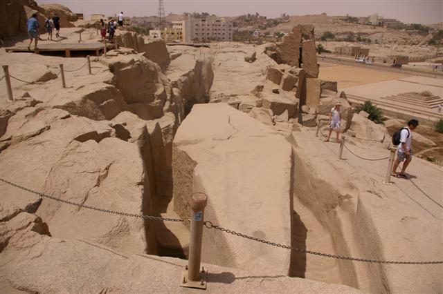Den Ufuldendte Obelisk