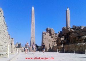 Ufuldendte obelisk